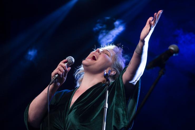 GALERII! Eesti sünnipäevakontserdile Pirital pandi punkt isamaaliste lauludega