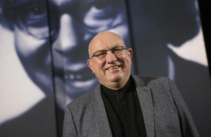 VIDEO JA FOTOD! Salme Kultuurikeskus paneb kunstinäituse üles oma fassaadile
