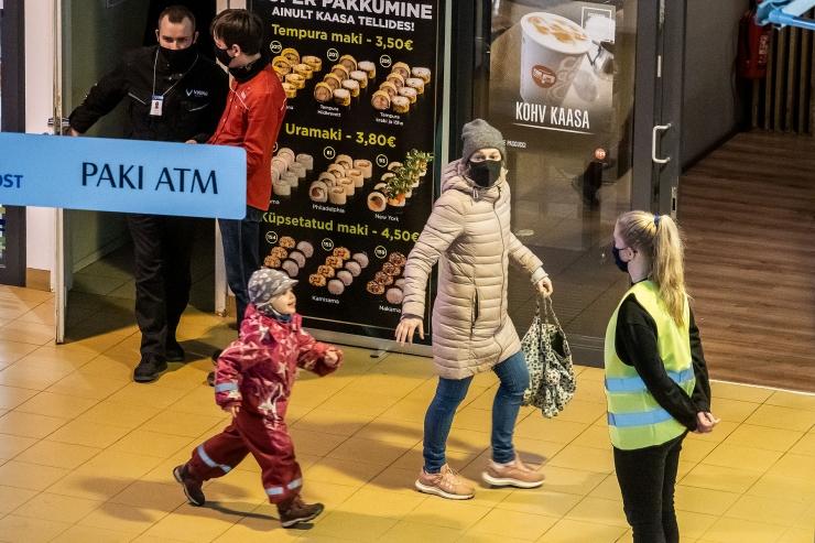 VIDEO! Kaubanduskeskused hoiavad maskikandmisel silma peal