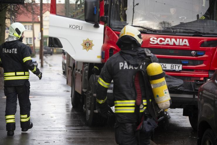 Tuletõrjujad päästsid leekides majast eaka vanapaari