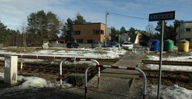 VIDEO! Kohalikud tahavad Rulli tänava ülekäiku, kuid Edelaraudtee peab seda ohtlikuks