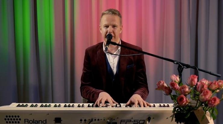 VAATA JÄRGI: Kristiines esines laulja Mihkel Mattisen