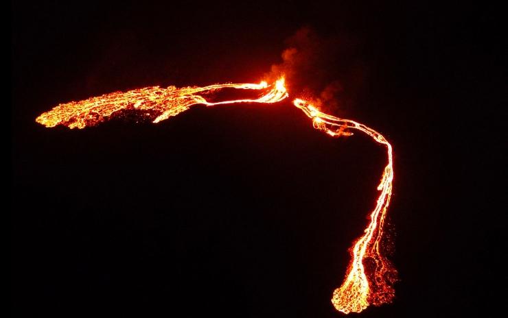 Islandi pealinna lähedal hakkas purskama vulkaan